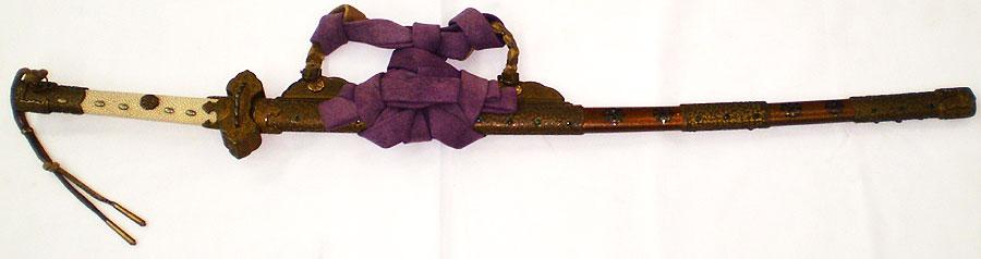金梨地螺鈿丁子紋散鞘飾太刀拵(市川方静家伝来) (全体2)